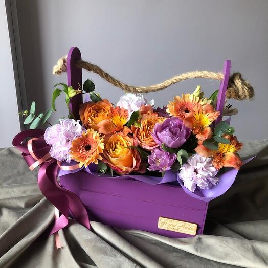 Цветы в ящике яркие