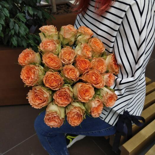 Моно из коралловых пионовидные роз
