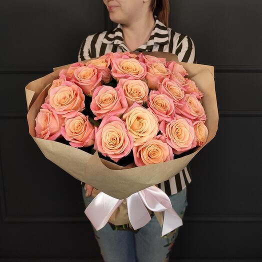 Ароматная сортовая роза в крафте