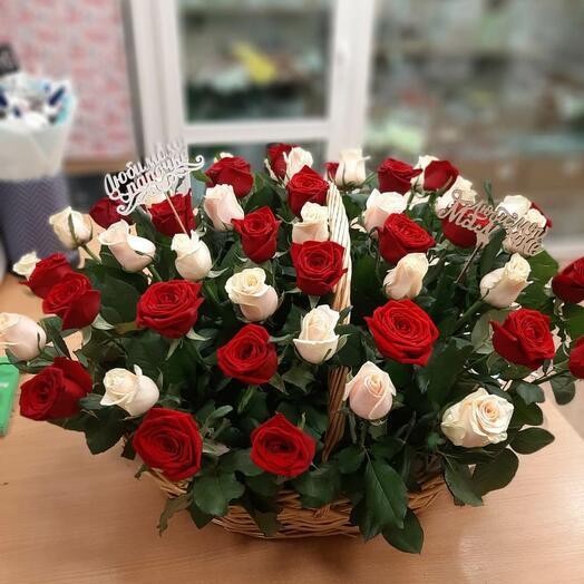 Корзина 51 кремово-бордовая роза