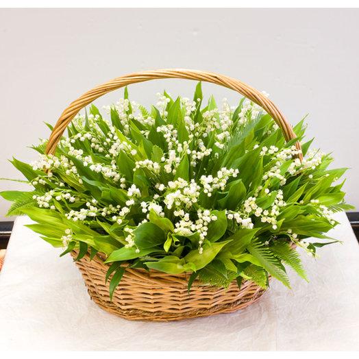 Корзина ландышей Сказки Андерсена: букеты цветов на заказ Flowwow