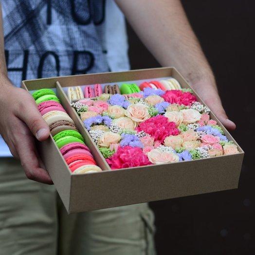Коробочка цветов и печенек: букеты цветов на заказ Flowwow