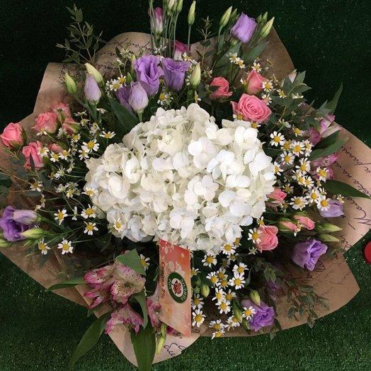 Воздушный летний букет с гортензией: букеты цветов на заказ Flowwow