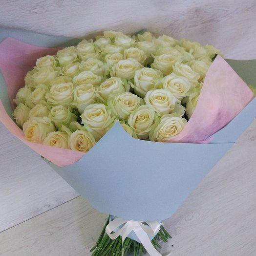 101 белая роза в букете: букеты цветов на заказ Flowwow