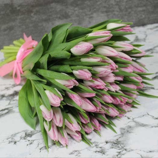 Нежно-розовые тюльпаны: букеты цветов на заказ Flowwow