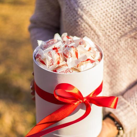 Сладкий букет из конфет Рафаэлло 50: букеты цветов на заказ Flowwow