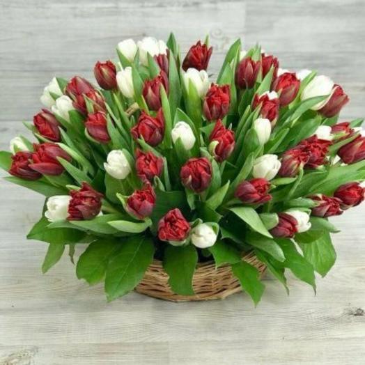 35 тюльпанов в корзине