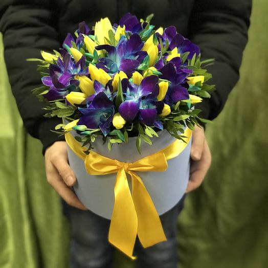 Орхидея и тюльпаны в коробочке: букеты цветов на заказ Flowwow