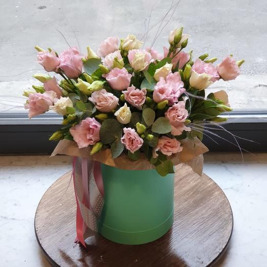 """Шляпная коробка с эустомой """"Завтрак у Тиффани"""": букеты цветов на заказ Flowwow"""