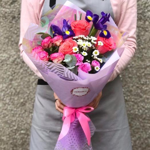 Сборный букет с розами и ирисами: букеты цветов на заказ Flowwow