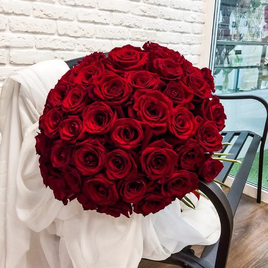Огромный букет из 51 крупной розы 60 см🌹: букеты цветов на заказ Flowwow