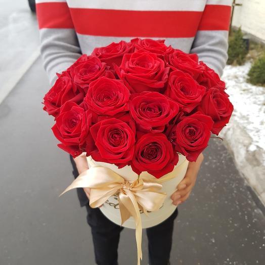 Алые розы: букеты цветов на заказ Flowwow