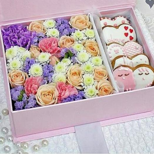 """Flower box and gingerbread """"Love"""""""
