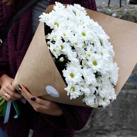 Нежный букет с хризантемой