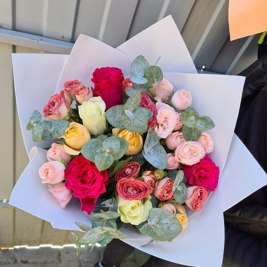 Из кустовых пионовидных роз