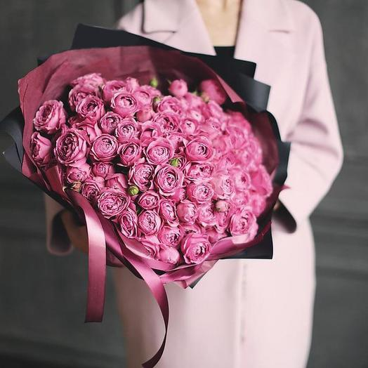 """Большой букет из пионовидных кустовых роз Premium-класса """"Misty Bubbles"""" (Мисти Бабблз) в дизайнерской упаковке"""