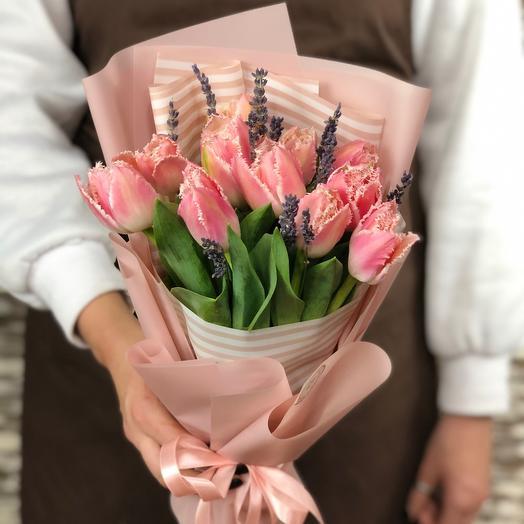 Нежный букет  тюльпанов  с лавандой