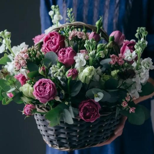 Корзина с пионовидной розы