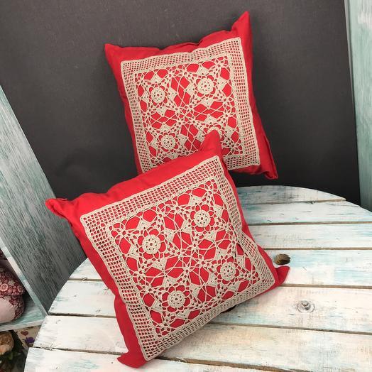 Подушка дизайнерская красная