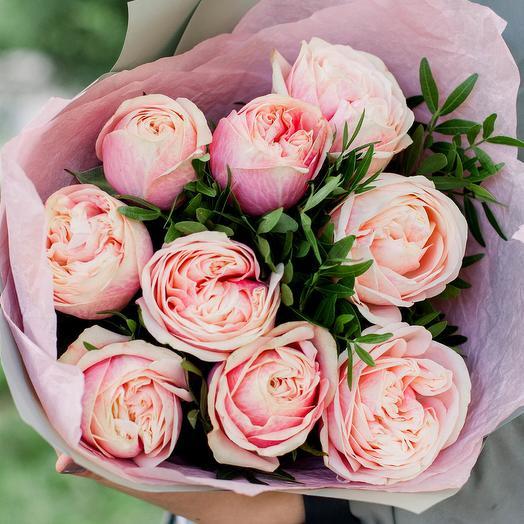 Букет из 9 нежно-розовых пионовидных роз Swan Grace с фисташкой
