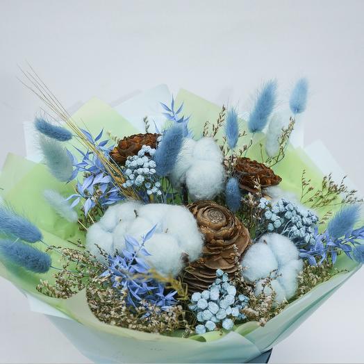 Голубой букет из сухоцветов