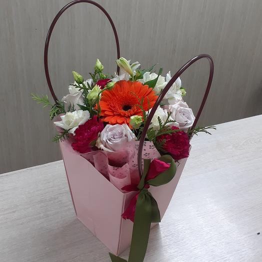 Цветы в коробке сумочке