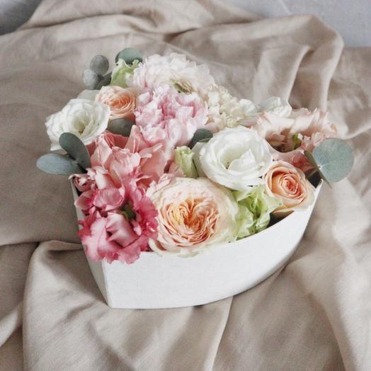 Цветы в коробке День влюбленных