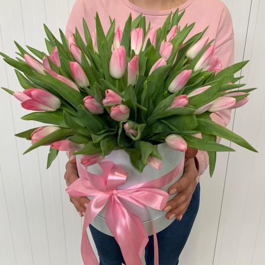 49 розовых тюльпанов в шляпной коробке