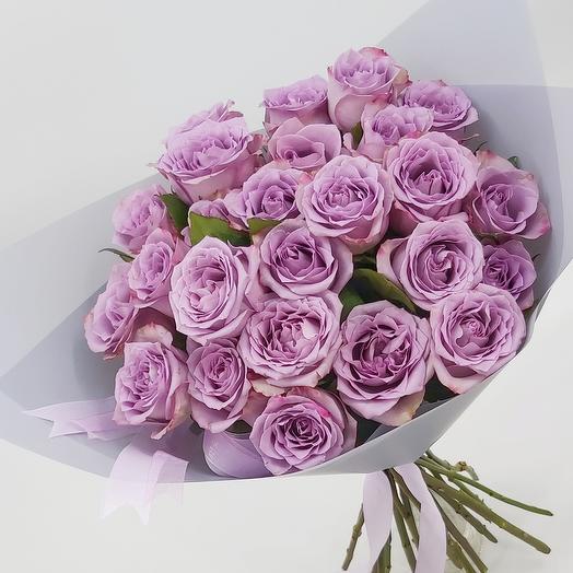 25  сиреневых роз с оформлением