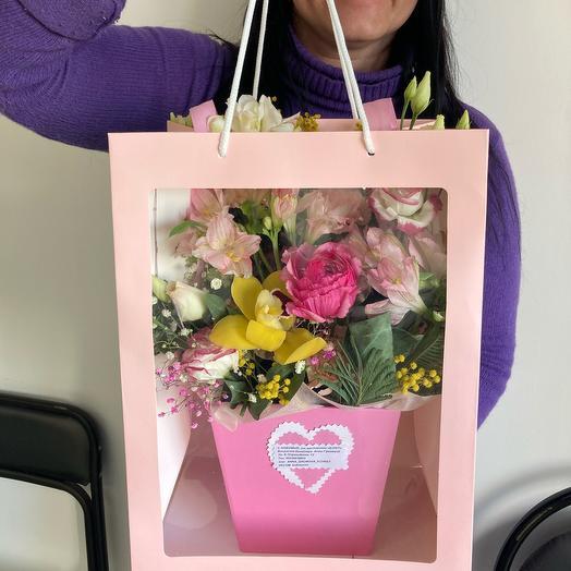 Цветы в коробке и в пакете