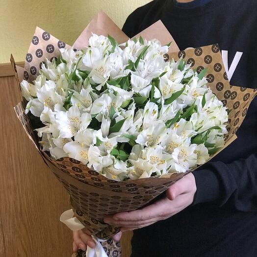 Букет белых альстромерий
