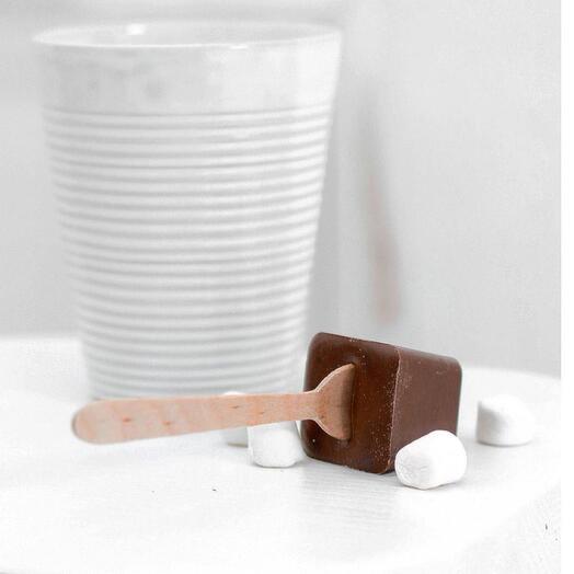 Молочный горячий шоколад на стике с зефиром