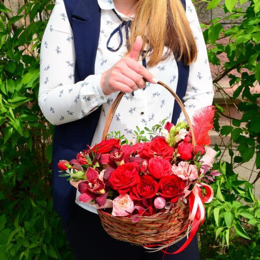 Композиция орхидеи, роз и гвоздики