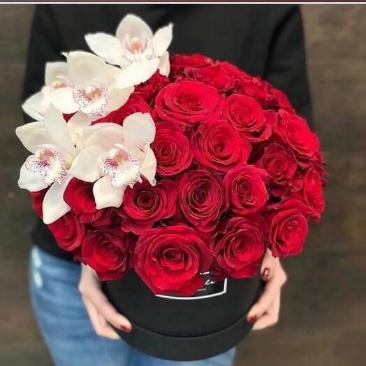 Корзина с орхидей и розами