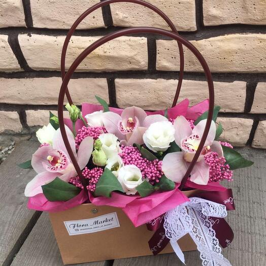 Цветы в крафтовой сумочке