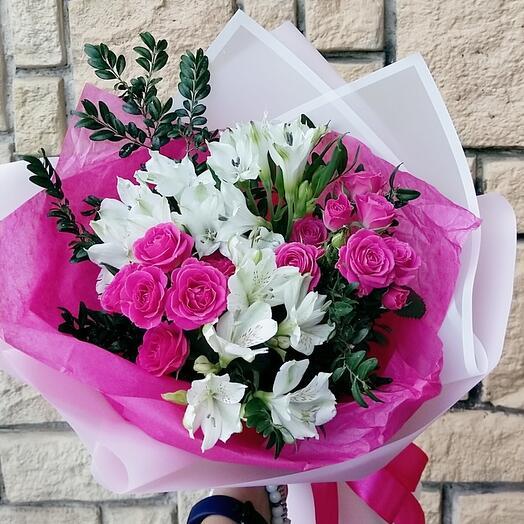 """Букет с розами и альстромериями """"Очарование"""""""