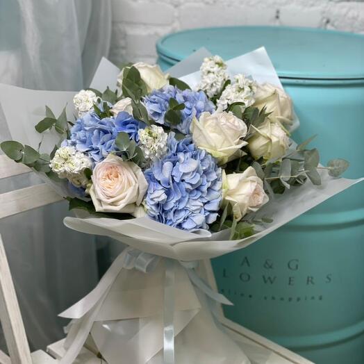 Сборный букет из гортензии и розы White O hara