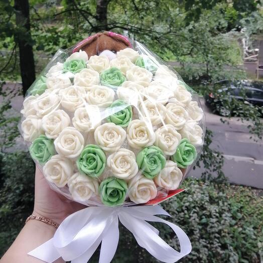 Корзинка с шоколадными розами