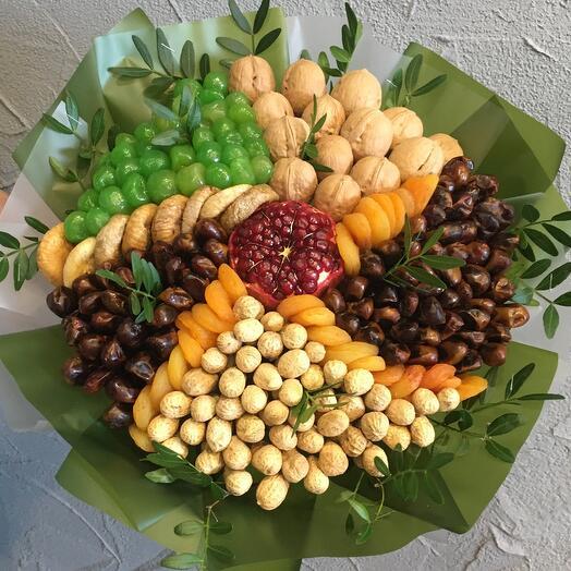 Букет из сухофруктов и орехов «Вихрь»