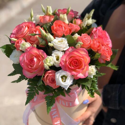 Цветы в шляпной коробке «Розы»