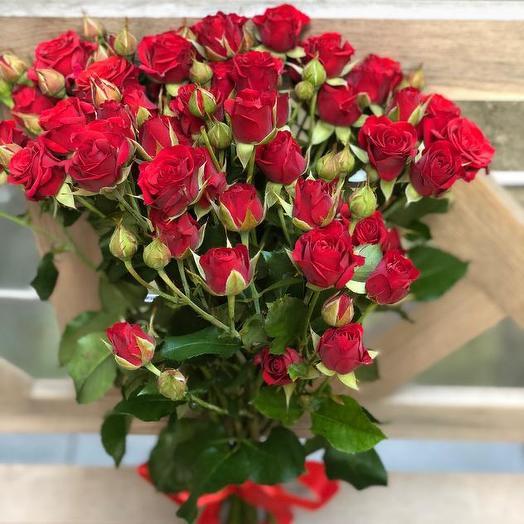 Букет из 10 красных кустовых роз 60 см: букеты цветов на заказ Flowwow