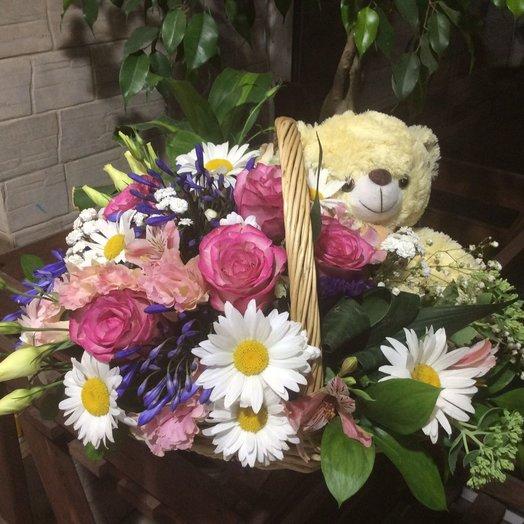 Корзина с мишкой: букеты цветов на заказ Flowwow