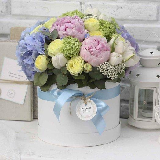 Цветы в коробке М (20 см) 0565
