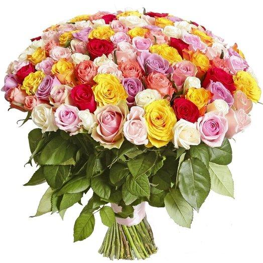 Букет 101 поцелуй в разноцветном из разноцветных роз Код 170081: букеты цветов на заказ Flowwow