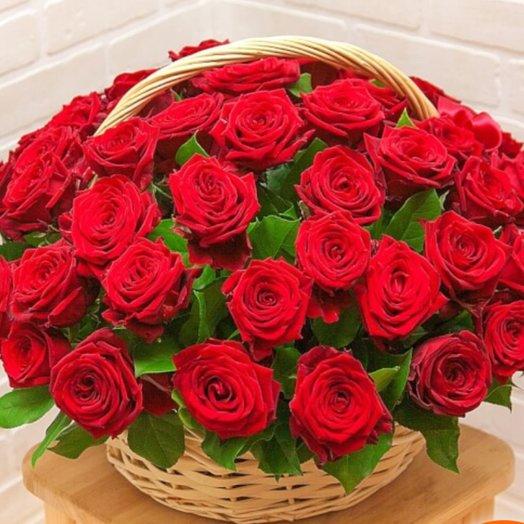 Корзина из роз: букеты цветов на заказ Flowwow