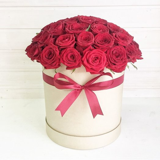 Красные розы в коробке: букеты цветов на заказ Flowwow