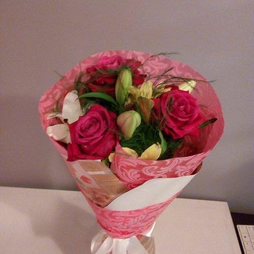 Нежный букетик из роз и альстромерий: букеты цветов на заказ Flowwow