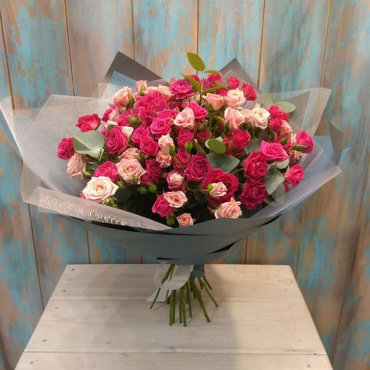 Букет из кустовой розы с эвкалиптом: букеты цветов на заказ Flowwow