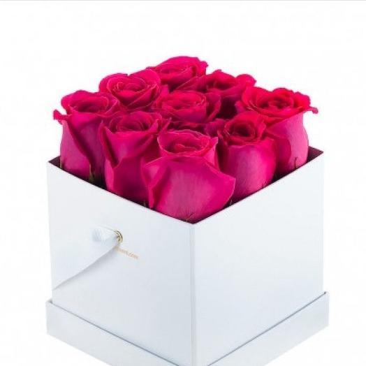 Розовые розы в коробке: букеты цветов на заказ Flowwow