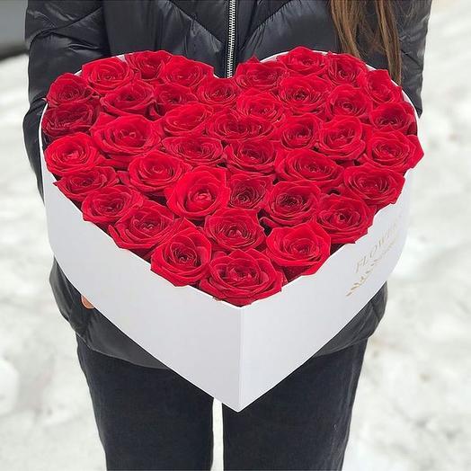 """Композиция в коробке """"сердцем"""": букеты цветов на заказ Flowwow"""